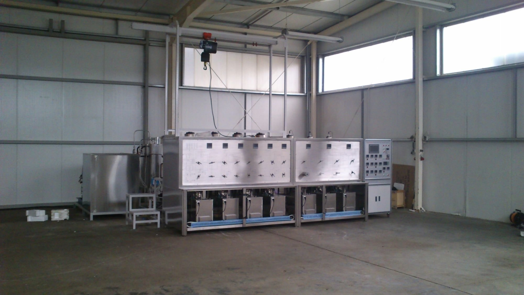 Supercritical extraction device