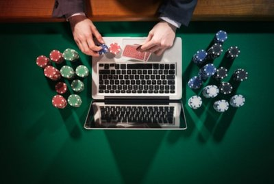 Why People Play Poker Online Rather than Offline