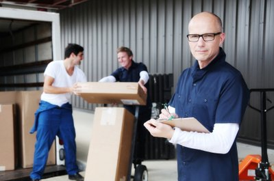 Factors to Put into Consideration When Selecting a Moving Services