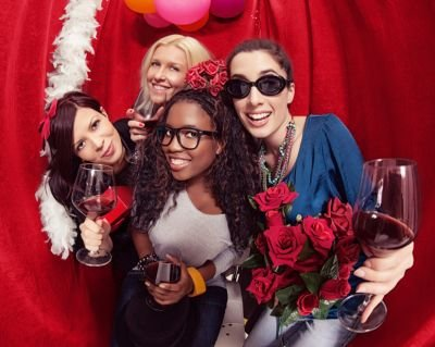 Reasons for Renting a Wedding Photo Booth